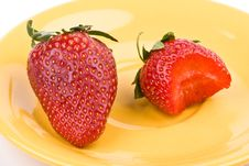Free Strawberry On A Plate Royalty Free Stock Images - 4805999