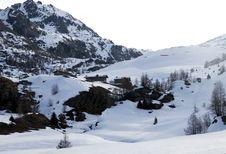 Free Mountain Huts Under Snow Stock Photos - 4812073