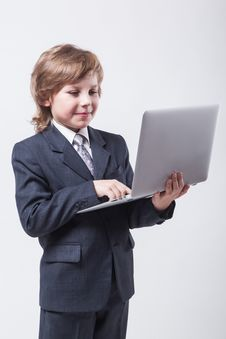 Free Young Man In Shirt And Tie With A Laptop Stock Photo - 48140300