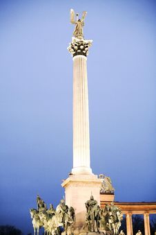 Free Monument To Heroes Royalty Free Stock Image - 4822516
