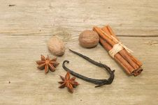 Free Spice On Wood Royalty Free Stock Images - 4823179