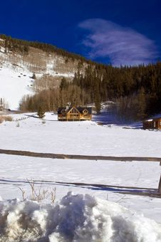 Free Log Cabin Mansions In Snow In Colorado Royalty Free Stock Photos - 4824108