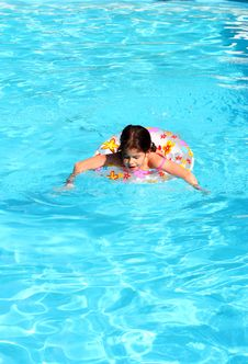 Free Swimming Girl Royalty Free Stock Images - 4826609