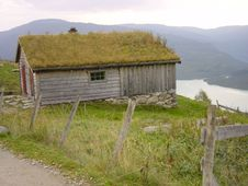 Free House With Grass Roof Stock Photo - 4833750