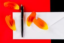 Free Pen And Petals On A White Envelope Royalty Free Stock Photography - 4834397