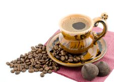 Free Coffee Beans And Black Coffee In A Cup Royalty Free Stock Images - 4836589
