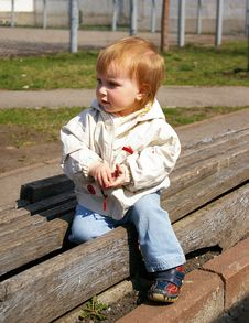 Free Girl Sits On The Bench Royalty Free Stock Image - 4841646