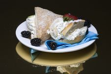 Free Creamy Cakes Stock Photo - 4851300