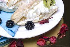 Free Creamy Cakes Royalty Free Stock Photo - 4851345