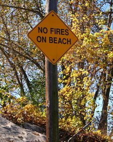 Free No Fires On Beach Sign Stock Images - 4855974