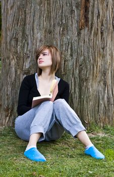 Free Young Woman Reading A Book Royalty Free Stock Images - 4862139