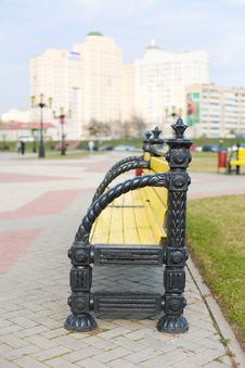 Free Park Bench With City Skyline Behind Stock Photo - 4863930