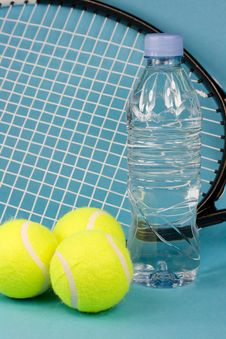 Free Tennis Balls With Racket, Bottle And Towel Royalty Free Stock Images - 4866999
