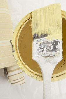Free Yellow Paint With Brush Royalty Free Stock Photos - 4870088