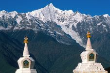 Free Two Stupas And The Peak Royalty Free Stock Photography - 4877397