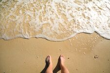 Free Foam And Foot On Sand Stock Images - 48804264