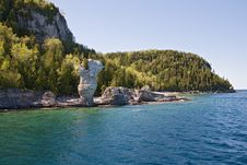 Free Tobermory View From Boat To Rocks Royalty Free Stock Image - 4892516