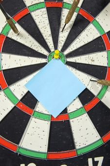 Dart Board With Pinned Paper Note Stock Photos