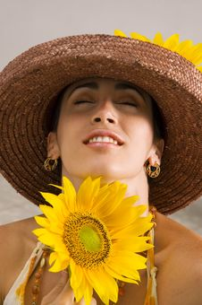 Free Beauty Holding Sunflower Stock Image - 4900461