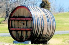 Free Wine Barrel Outdoor Royalty Free Stock Image - 4902526