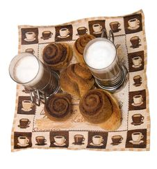 Free Home-made Cinnamon Snail Bakery With Latte Stock Photos - 4903933
