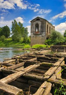 Free Old Weir On The River Stock Photos - 4910543