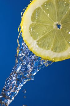 Free Lemon Slice And Water Royalty Free Stock Image - 4911486