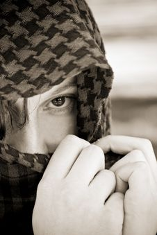 Free Hidden Woman On Veil Royalty Free Stock Images - 4932489