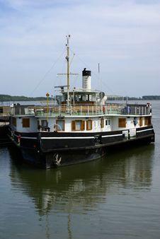 Free The Excursion Ship Royalty Free Stock Photo - 4937415