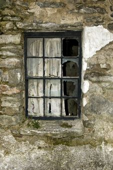 Free A Broken Window Royalty Free Stock Photo - 4939275
