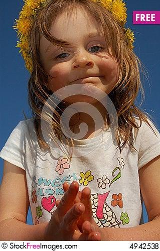 Free Girl Wearing A Dandelion Diadem Royalty Free Stock Photos - 4942538