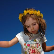 Girl Wearing A Dandelion Diadem Royalty Free Stock Photography
