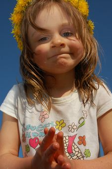 Girl Wearing A Dandelion Diadem Royalty Free Stock Photos
