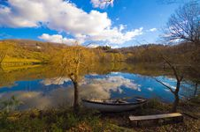 Free Mountain Lake Royalty Free Stock Images - 4944229