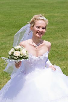 Free Happy Blond Bride Royalty Free Stock Images - 4946609