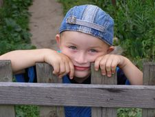 Free Little Boy Leaned Against The Fence Stock Image - 4948821