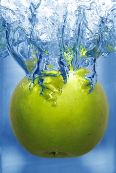 Splashing Apple Into A Water Royalty Free Stock Images