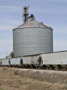 Free Grain Elevator And Train Cars Stock Image - 4956711