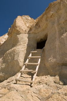 Free Ladder To Cave Dwelling Stock Photography - 4970562