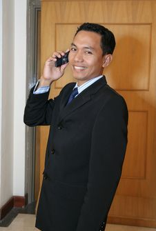 Free Executive Business Man Calling Royalty Free Stock Photos - 4982488
