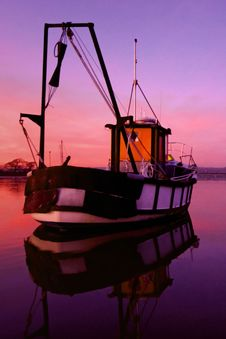 Boat On Dell Quay Harbour Waters Royalty Free Stock Photos
