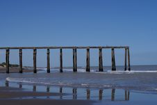 Free Destroyed Pier Royalty Free Stock Image - 4988926