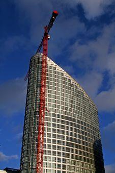 Free Crane Next To Silver Modern Apartment Royalty Free Stock Image - 4989416