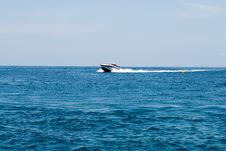 Free Moving Speedboat Royalty Free Stock Photos - 4992808