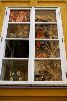 Free Window Royalty Free Stock Photo - 4992995