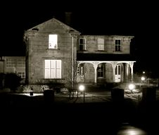 Free House By Night Royalty Free Stock Photo - 4993505