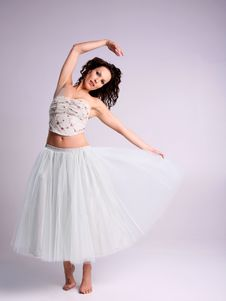 Free Beautiful Ballerina Royalty Free Stock Images - 4999039