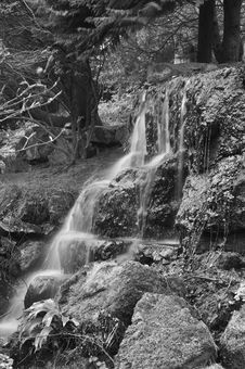 Free Waterfall In Black & White Stock Photography - 5001572
