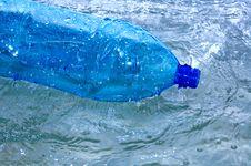 Free Water Splash Royalty Free Stock Photos - 5004298