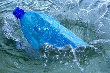 Free Bottle In Blue Water Splash Stock Photography - 5004382